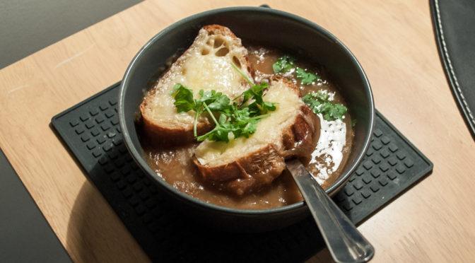 Soupe à l'oignon — fransk løgsuppe